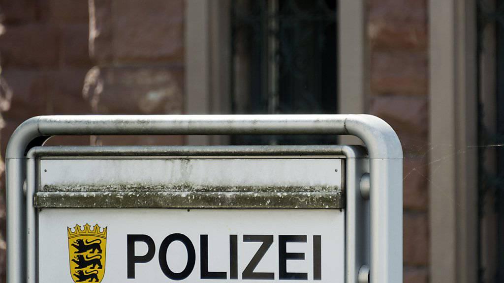 Der geflüchtete Lastwagenfahrer wurde von der deutschen Polizei festgenommen und in ein Gefängnis gebracht. (Symbolbild)