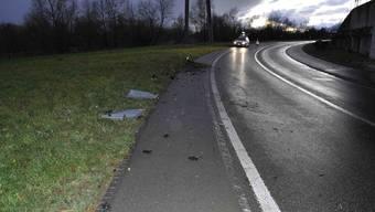 In der langgezogenen Linkskurve auf der Aarburgerstrasse kam der 36-jährige Autolenker von der Strasse ab.
