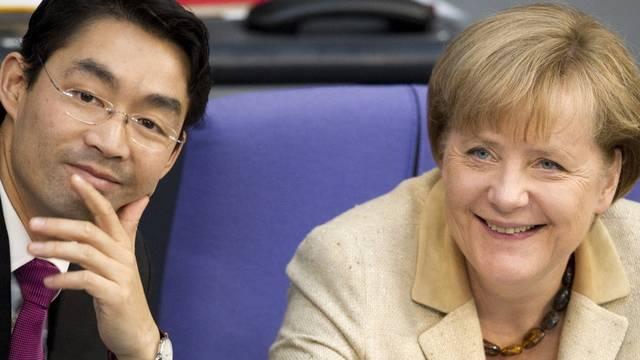Scheinen zufrieden: Bundeswirtschaftsminister und Vizekanzler Philipp Rösler (FDP) und Bundeskanzlerin Angela Merkel (CDU)