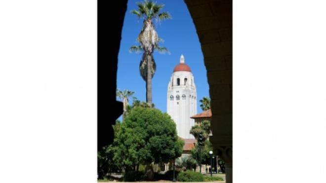 Touristischer Aussichtsturm der Stanford University und Sitz eines politischen Think Tank: Jonas Lüschers Roman spielt in der Heimat von Google und Apple. Foto: laif/Christian Heeb
