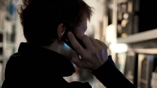 Der Ostdeutsche dohte einem Krankenkassen-Mitarbeiter am Telefon: Wenn er nicht schnell eine Antwort erhalte, werde er gewalttätig und würde Bomben hochgehen lassen. (Symbolbild)