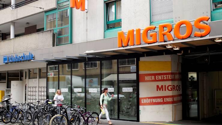 Eine Glasfassade soll die Migrosfiliale Gundelitor aufwerten.