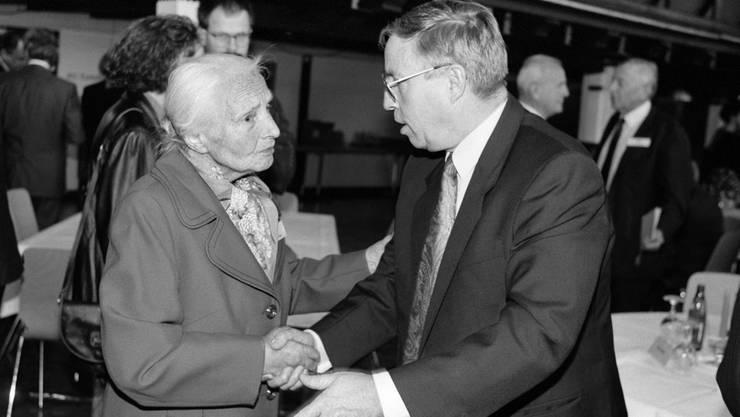 Christoph Blocher mit seiner Mutter Ida 1992.