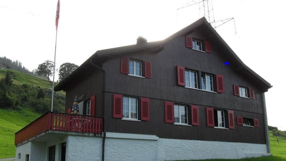 Ohne Aufsicht, aber mit viel Schnaps – letzen Freitag feierte eine Abschlussklasse von Walenstadt in der Schi-Ri-Wip-Hütte in Flumserberg.
