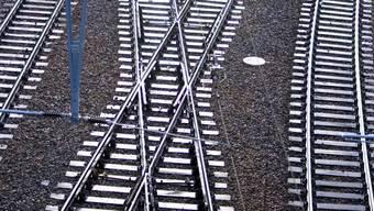 Eisenbahnstrecken auf der Südwestseite des geplanten Brüttenertunnels sollen sich in einem weiteren - kurzen - Tunnel kreuzen. (Symbolbild)