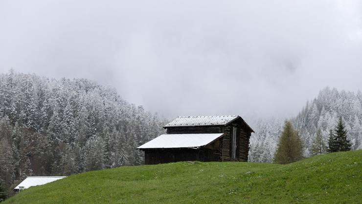 In höheren Lagen dürfte es am Dienstag noch einmal weisse Dächer geben.