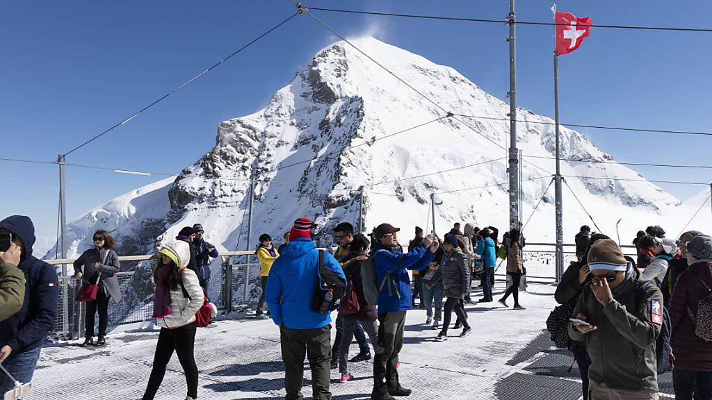Die Jungfraubahn-Gruppe hat vergangenen Jahr 1,07 Millionen Besucher auf ihre Hauptattraktion, das Jungfraujoch, gebracht. Das ist ein neuer Rekord. (Archiv)