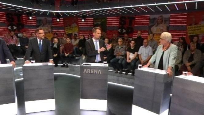 Claudio Zanetti (SVP), Hans-Peter Portmann (FDP), Moderator Jonas Projer, Rosmarie Quadranti (BDP), Otto Hostettler («Beobachter»).