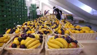 Bereit: In Reih und Glied stehen die Körbe mit dem Bio-Obst, das «Öpfelchasper» in Zürich ausliefert. zvg/sik