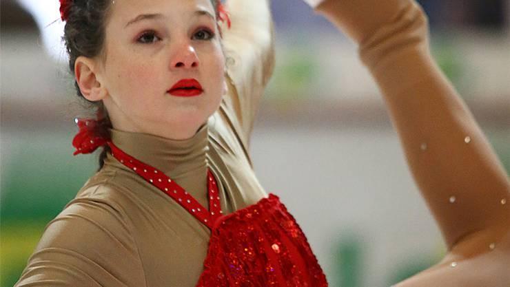 Eine junge Eisprinzessin zeigt an der Bieler «Ice Trophy 2014» ihr Können. Die Vizepräsidentin führte den Verein jetzt aufs finanzielle Glatteis.