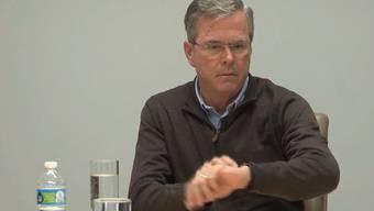 «Das kann nicht sein»: Jeb Bush ist ganz schön verwirrt, als es an seinem Handgelenk zu sprechen beginnt ...