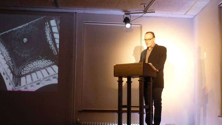 """Christian Dieterle liest im Sogar Theater in Zürich aus dem Roman """"Austerlitz"""" von W.G. Sebald. Premiere war am 2. März 2018."""