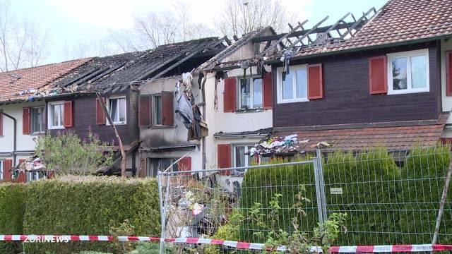 Brand zerstört drei Einfamilienhäuser