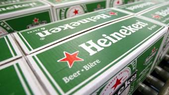 Der Bierabsatz von Heineken hat im ersten Quartal 2016 dank früher Ostern und dem chinesischen Neujahrsfest deutlich zugelegt. (Archivbild)