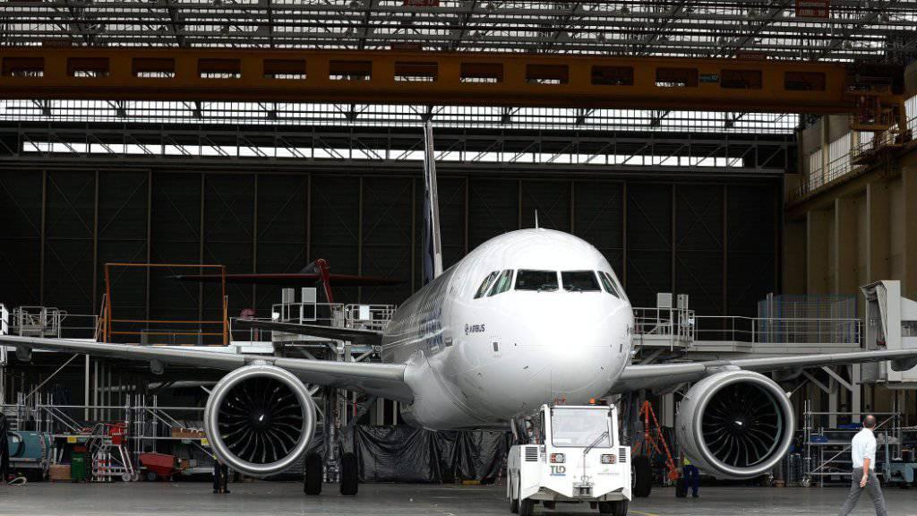 Mit den Flugzeugen der neuen Airbus-neo-Generation will die Swiss sparsamer und leiser fliegen. (Archiv)