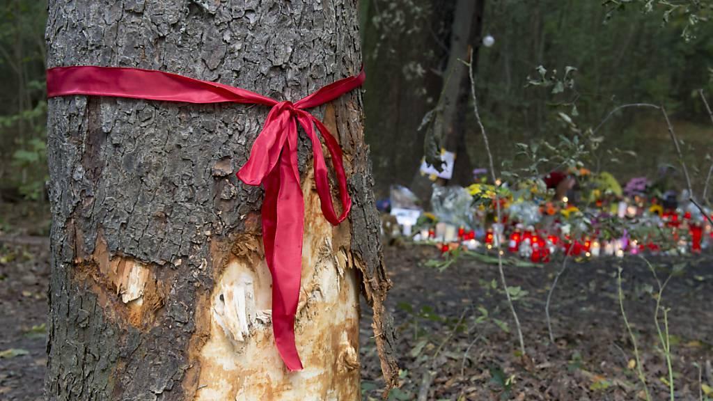 Mutter bei Unfall gestorben - Sechs Kinder in Lebensgefahr