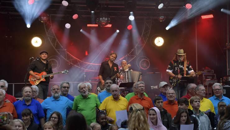 Grenchner Fest Freitag Im Bild: Uraufführung Grenchner Lied mit Light Food, Canta Gaudio und Schülern