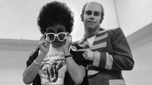 Elizabeth Taylor und Elton John im Spectrum Theater in Philadelphia (1976)