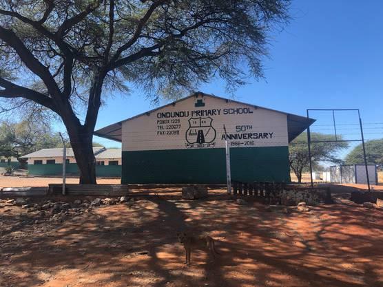Die Schule in Tsumed befindet sich nur wenige hundert Meter von der Deponie entfernt.