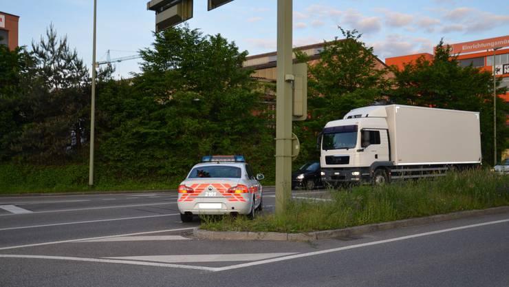 Wegen eines nicht gewährten Vortritts musste das Polizeiauto stark ausweichen ...