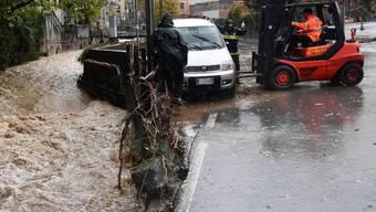 Starker Regen sorgte in Genua für Erdrutsche und überschwemmte Strassen.