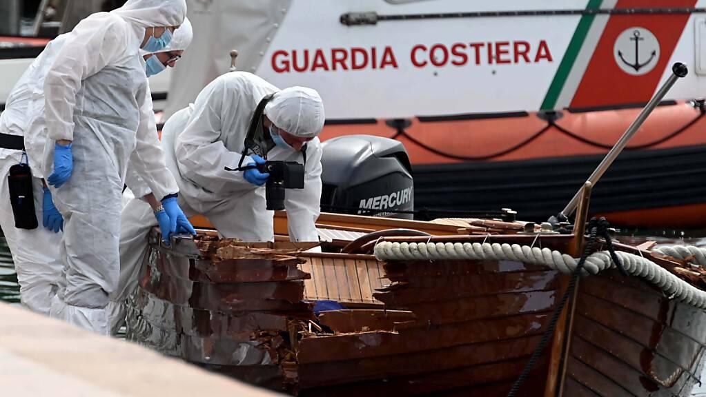 ARCHIV - Ein Motorboot, besetzt mit zwei Deutschen, hatte das kleine Boot eines italienischen Paares gerammt. Der 37 Jahre alte Mann und seine 25-jährige Begleiterin kamen dabei ums Leben. Foto: Gabriele Strada/AP/dpa Foto: Gabriele Strada/AP/dpa