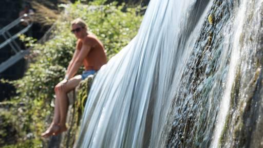Lust auf Sex und kalte Duschen: Hitze-Mythen im Check
