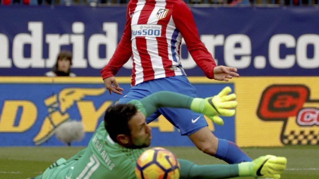 Antoine Griezmann trifft gegen Valencias Goalie Diego Alves