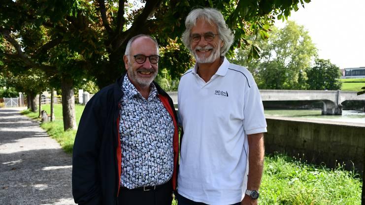 Heinz Steiner (links) und Markus Iseli aus Unterwindisch wünschen sich einen neuen ästhetischen Reusssteg, der nur für den Langsamverkehr zugänglich ist.