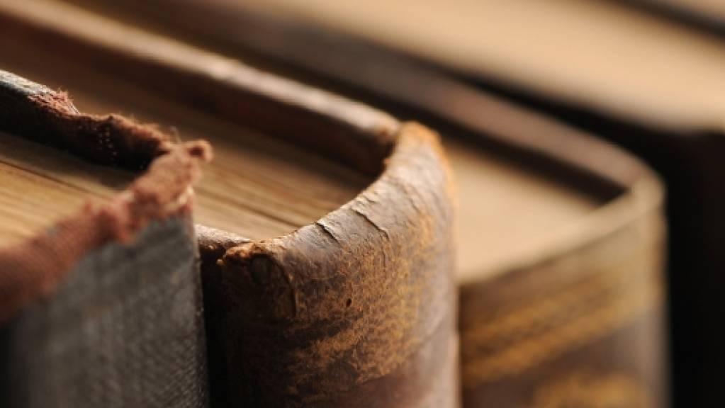 Die Kantonsbibliothek Vadiana führt in der Ausstellung «Büchergilde Gutenberg» durch die Geschichte des Verlags mit langer buchgestalterischer Tradition.