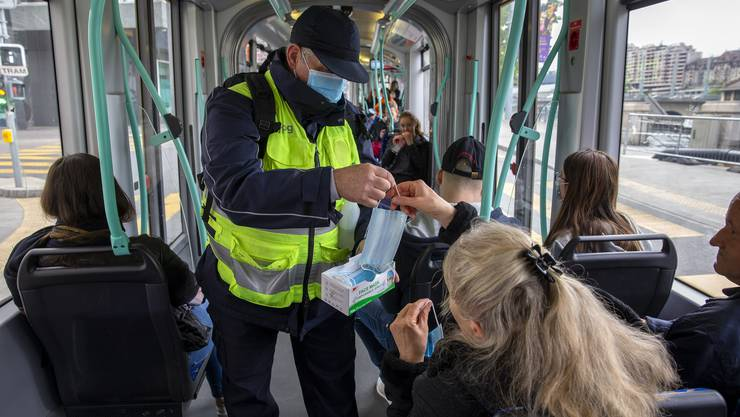 Ab Montag gilt im öV eine Maskenpflicht. Wie kommt diese Vorschrift in der Bevölkerung an? Wir haben uns am Bahnhof Aarau umgehört.