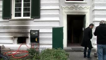 Die Stadtpolizei Zürich hat einen zweiten mutmasslichen Brandstifter festgenommen. Die Mieter an der Hardstrasse 96 spekulieren über die Täter und haben vor allem eines: Angst.