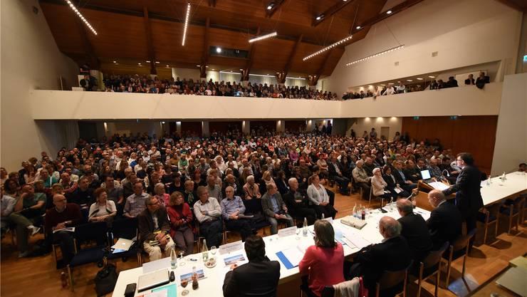 Der grosse Saal des Kongresszentrums Mittenza platzte gestern Abend aus allen Nähten, so sehr beschäftigte das Thema die Bevölkerung. Juri Junkov