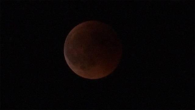 Jahrhundert-Mondfinsternis: Die schönsten Bilder vom Naturspektakel