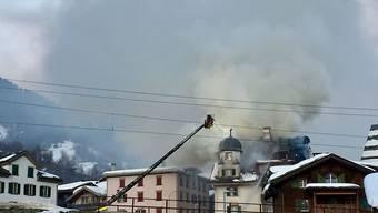 Die Feuerwehrleute konnten verhindern, dass die Flammen auf Nachbarhäuser übergriffen.