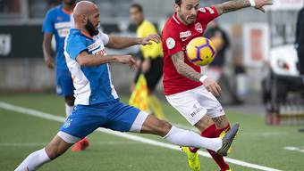 GC-Torschütze Arlind Ajeti (links) gegen Thuns Dennis Salanovic