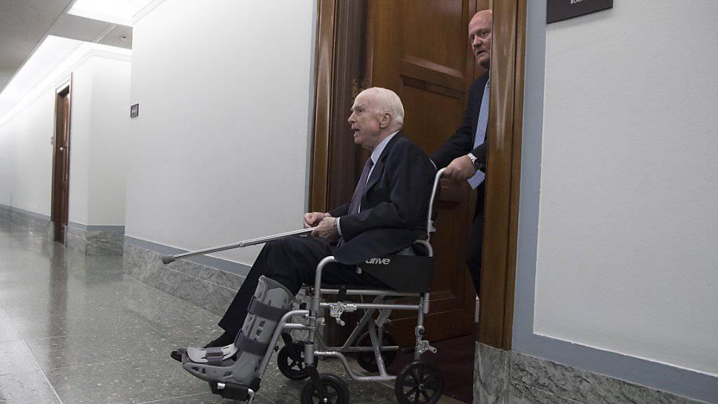 Trotz Chemotherapie bei der Arbeit: der 81-jährige republikanische US-Senator John McCain. (Archivbild)