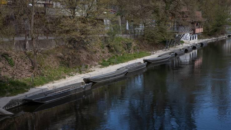 So präsentiert sich die Situation heute: Das erodierende Uferbord und eine kippenden Stützmauer sind Zeichen des Handlungsbedarfs.