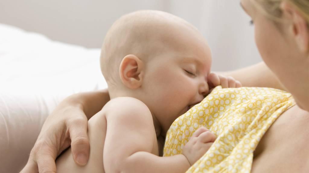 Sollen sich stillende Mütter gegen Corona impfen lassen?