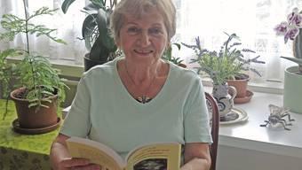 Lange blieb der Wunsch von der eigenen Lektüre unerfüllt. Jetzt, mit 70 Jahren, kann Irene Treff stolz ihr eigenes, 276-seitiges Buch in den Händen halten. Timea Hunkeler