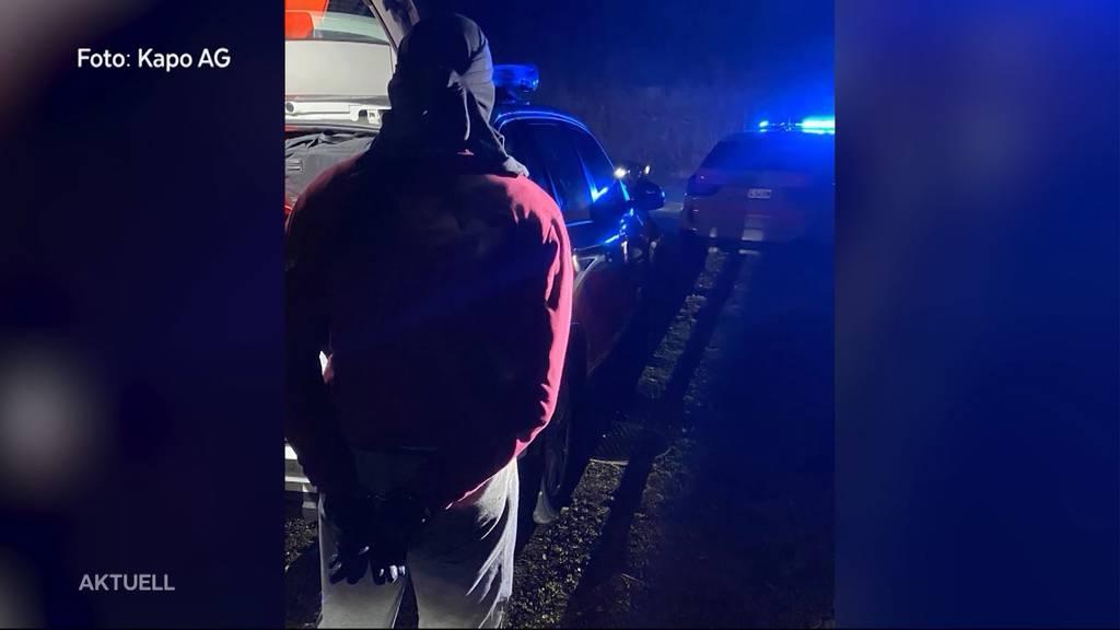 Mit Handschuhen und Sturmmaske: Polizei stellt Einbrecher-Duo