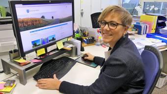 Gemeindeschreiberin Cécile Banz freut sich über das positive Echo, das die seit Montag neu aufgeschaltete Website der Gemeinde Kallern erhält.