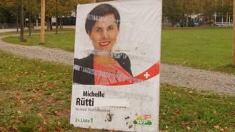 Michelle Rütti-Kummli hat auf sämtlichen Wahlplakaten ihren Ledignamen Kummli überkleben lassen.