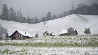 Ein heftiger Kälteeinbruch suchte die Schweiz mit Schnee und Frost heim. Landschaft oberhalb von Stans im Kanton Nidwalden.
