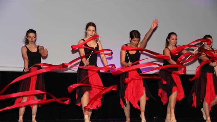 Nebst vielen anderen zeigte der Gymnastikverein vom STV Brugg an der Kulturnacht 2017 sein Können.