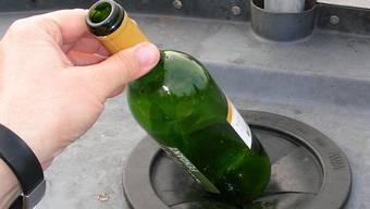 Nur wer den Wein in der Schweiz kauft, zahlt eine vorgezogeneEntsorgungsgebühr für jede Flasche. Archiv