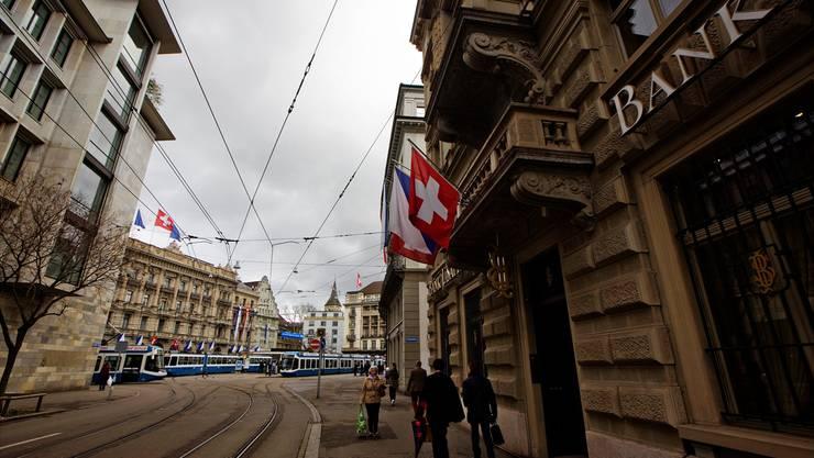 Zürcher Paradeplatz: Banken müssen Sanktionen einhalten.