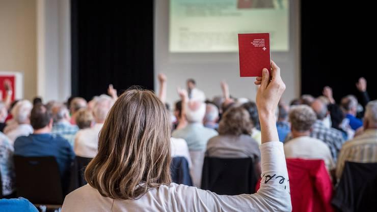In den meisten Aargauer Gemeinden entscheidet nach wie vor die Gemeindeversammlung über Einbürgerungen. Nicht immer folgen die Bürger dem Vorschlag des Gemeinderats. (Archiv)