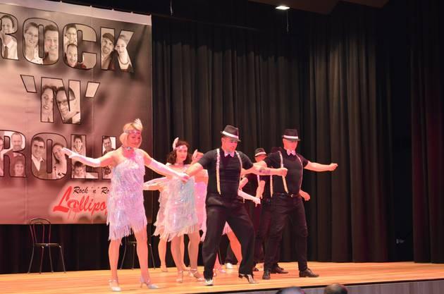 Elegant und konzentriert zeigt sich das Team der Tanzschule dance2bee.