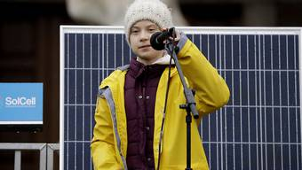 Die schwedische Klimaaktivistin Greta Thunberg hat am Freitag zum Auftakt eines Protestmarsches in Bristol schwere Kritik an den Medien und der Politik geübt.